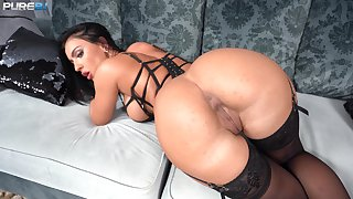 Honey Demon looks complete in black lingerie during POV dynamite