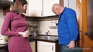 Old handy man enjoys fucking luring young housewife Eliza Thorne
