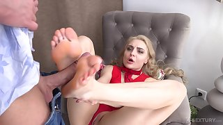 Footjob fun and hardcore pussy drilling with reference to sexy Caty Kiss