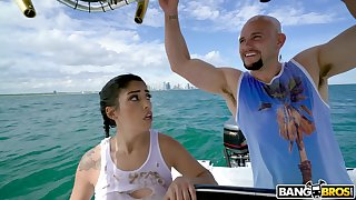 Shunned fucking on a catch yacht with blarney vitalized Latina Vanessa Sky